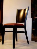 Различни дървени столове за лоби бар