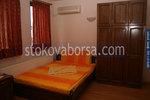 дървен гардероб от масив за спалня