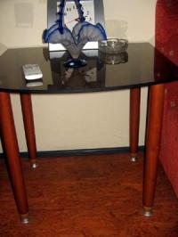 Офис маса със стъклен плот